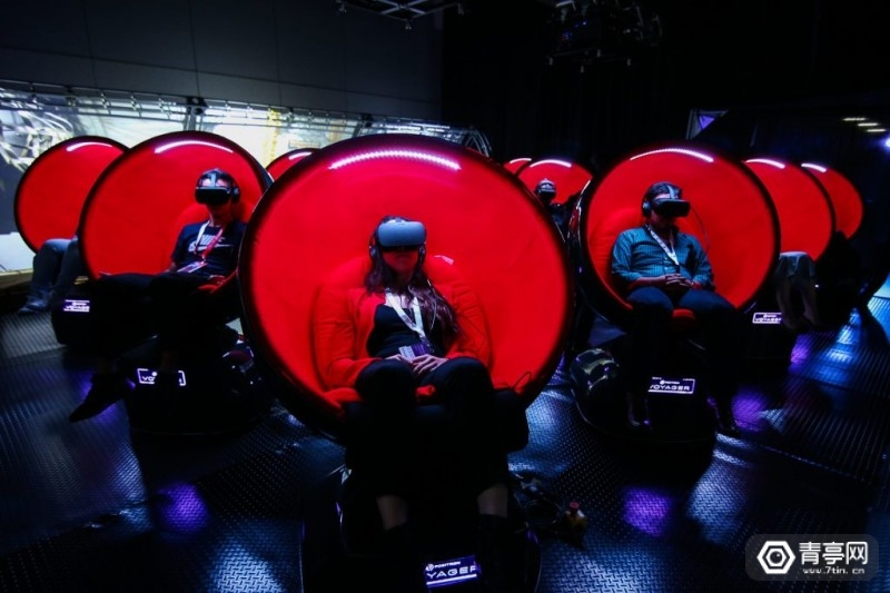 Cannes-_XR_Positron_Voyager_VR_Chair_300dpi-1024x683